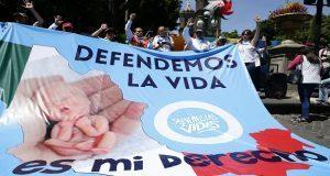 Centenares de personas marcharon marcharon del gallito al zócalo, en protesta a la legalización del aborto.