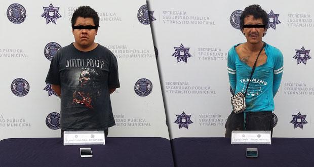 Detienen a 2 probables asaltantes de transeúntes en Puebla capital
