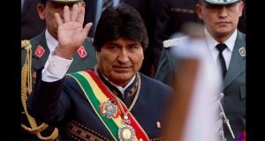 Devuelven en horas medalla y banda presidencial de Bolivia robadas