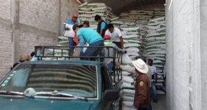 Antorcha gestiona fertilizantes para 126 campesinos de Altepexi