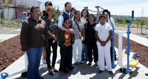 Comuna entrega gimnasios al aire libre a 28 colonias de Puebla