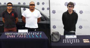 Detienen a 3 por posible posesión de droga y soborno en Puebla
