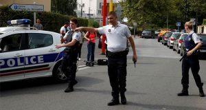 En Francia, hombre mata a su madre y hermana con un cuchillo