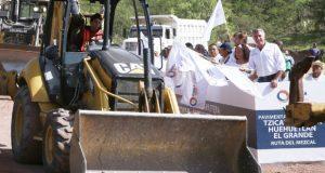 """Inicia pavimentación de """"Ruta del mezcal"""" con inversión de 48.4 mdp"""