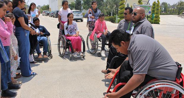 Alumnas de BUAP apoyan a discapacitados para ser autosuficientes