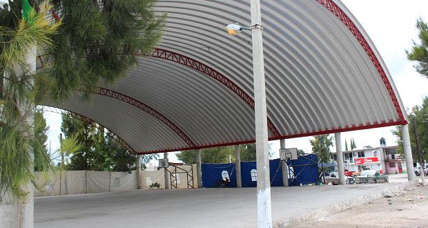Antorcha gestiona techado de canchas comunitarias en Ixcaquixtla
