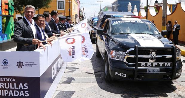 Gobierno estatal entrega 15 patrullas a Ssptm de San Andrés Cholula