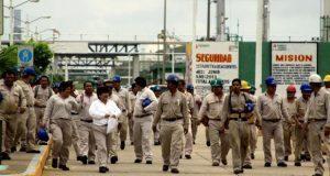 Por amparo de sindicato, Pemex no transparenta salarios de gremio