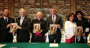 Gobierno estatal presenta libro sobre vitrales de Catedral poblana