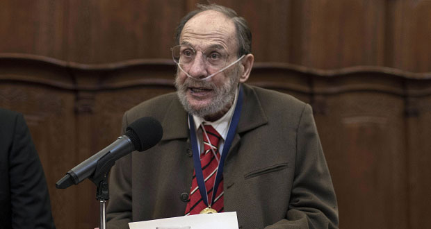"BUAP distingue con medalla ""Clavijero"" a investigador Raúl Dorra"