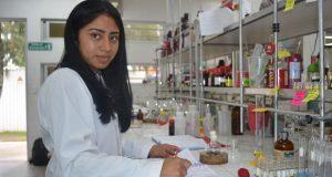 Alumna de Química en BUAP gana premio nacional a mejor tesis