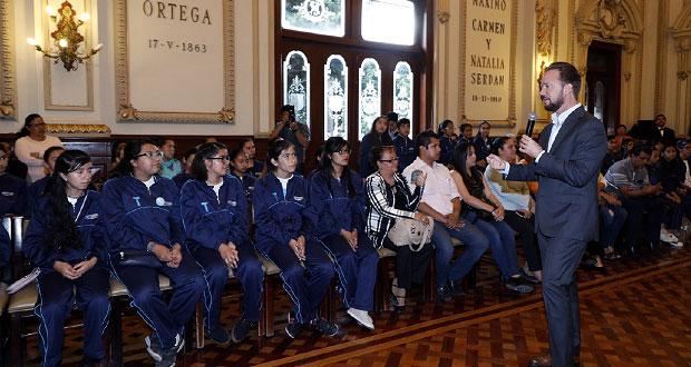 Banck reconoce a alumnos del Imacp que representarán a Puebla en EU