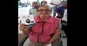 Ssptm entrega alarmas personales a adultos mayores en Amalucan