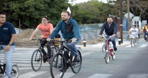 Con recorrido en bici, Banck inaugura ciclopista de 7 kilómetros