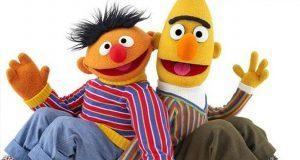 Beto y Enrique de Plaza Sésamo se basó en pareja gay dice guionista