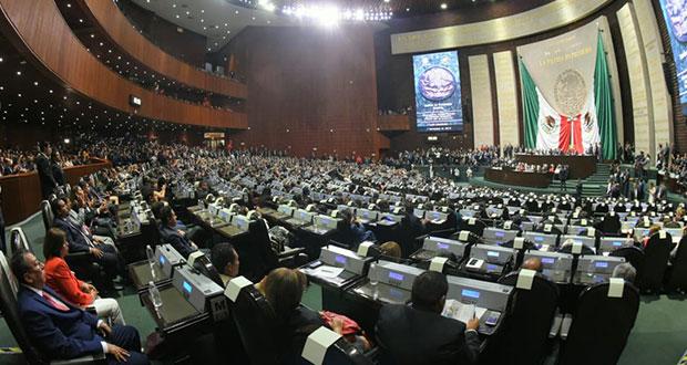En inicio de LXIV Legislatura, dan apoyo a AMLO y abuchean al PRI