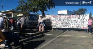 Por falta de pago de la SCT, campesinos de Tlahuapan bloquean la México-Puebla