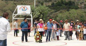 Inaugura Antorcha cancha de usos múltiples en localidad de Ajalpan