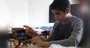 Matematiké enseña a niños y adolescentes a desarrollar un robot