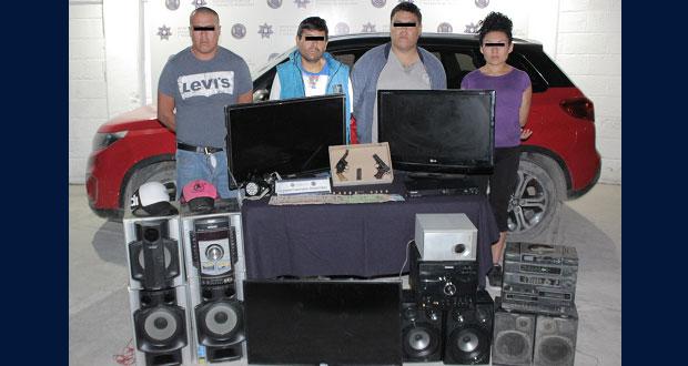 Detienen a 4 personas por robo a casa habitación en Totimehuacán
