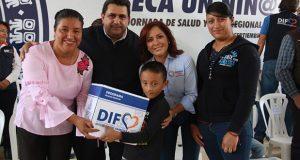DIF entrega 246 paquetes escolares a indígenas de Tetela de Ocampo