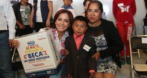 DIF entrega paquetes escolares y apoyos a familias de Chignautla