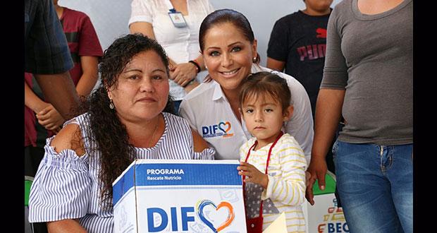 DIF entrega 136 paquetes escolares a niños indígenas de Zacapala