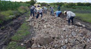 Ahuatempan ofrece empleo temporal en mantenimiento de caminos