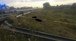 Hallan cadáver encobijado y desollado en la Puebla-Orizaba