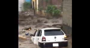 En video, captan estragos de inundación en Michoacán