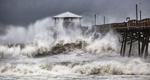 Florence azota a las Carolinas, en EU, con fuertes vientos y lluvia