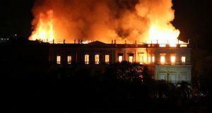Enorme incendio consume Museo Nacional de Brasil de 200 años