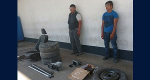 Policía estatal detiene a 2 presuntos narcomenudistas en Acatzingo