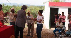 Dan cuartos adicionales a 19 familias de Tepexi de Rodríguez