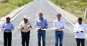 Inauguran rehabilitación de la carretera Ixcaquixtla-Coyotepec