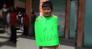 En Amozoc, amarran a un poste a sujeto acusado de violación. Foto: Facebook / NoticiasAmozoc