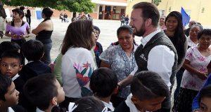 Luis Banck entrega domos en cuatro escuelas públicas