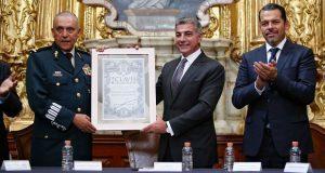 Gobierno estatal reconoce a Cienfuegos con la Clavis Palafoxiana