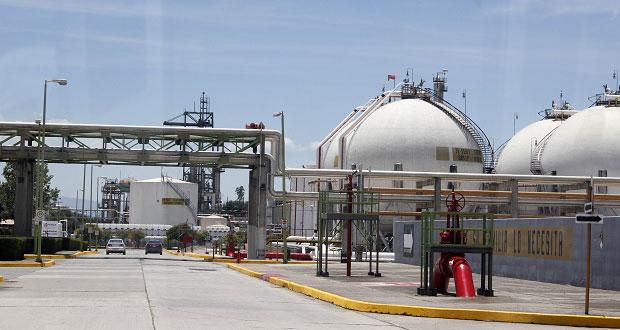 Urge producir 2 millones de barriles de crudo