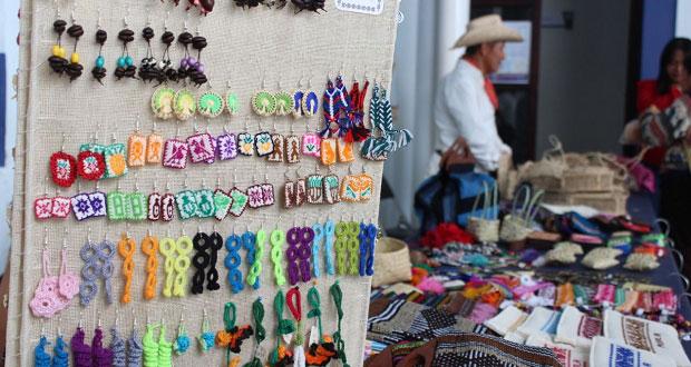 """Con feria artesanal, Fiscalía de Puebla conmemora """"Día de la Raza"""""""