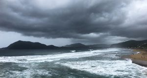 """Con categoría 3, centro de huracán """"Willa"""" toca tierra en Sinaloa"""