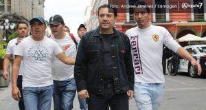 Pacheco encabeza marcha de despedidos del ayuntamiento y piden reinstalación