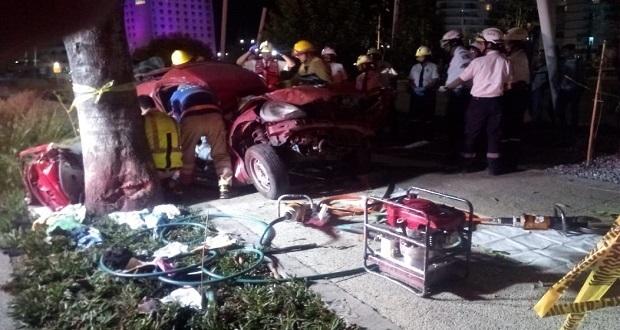 Dos muertos deja accidente vehicular sobre la Atlixcáyotl, frente a Angelópolis