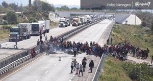 Pobladores de Palmarito liberan la Puebla-Orizaba tras 6 horas de bloqueo