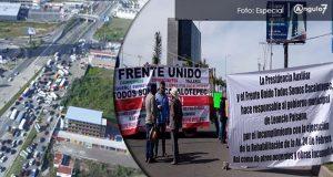 Vecinos de Cacalotepec bloquean la vía Atlixcáyotl; Paisano incumple con obras