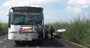 Carambola causada por autobús en Veracruz deja 8 muertos y 8 heridos