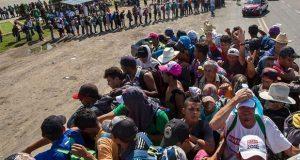 Caravana migrante llega a Niltepec, Oaxaca