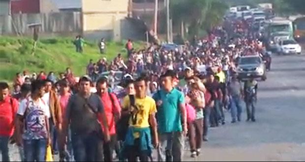Trump amenaza con retirar apoyo a Honduras si no frena a migrantes