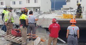 Reportan 5 muertos y 11 heridos por derrumbe en obra de Monterrey