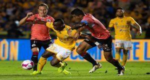 """Con ayuda del """"Maza"""" y el VAR, Lobos BUAP rescate empate ante Tigres"""